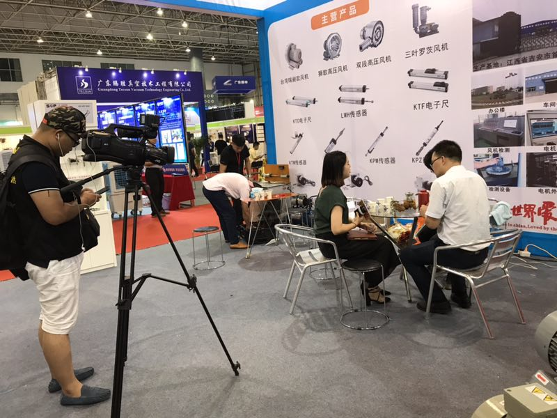 艾斯欧匹在自动化展会上接受媒体采访